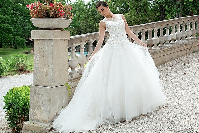 A french bride at the Château de Garrevaques